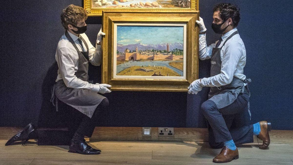 Ansicht von Marrakesch, von zwei Mitarbeitern präsentiert