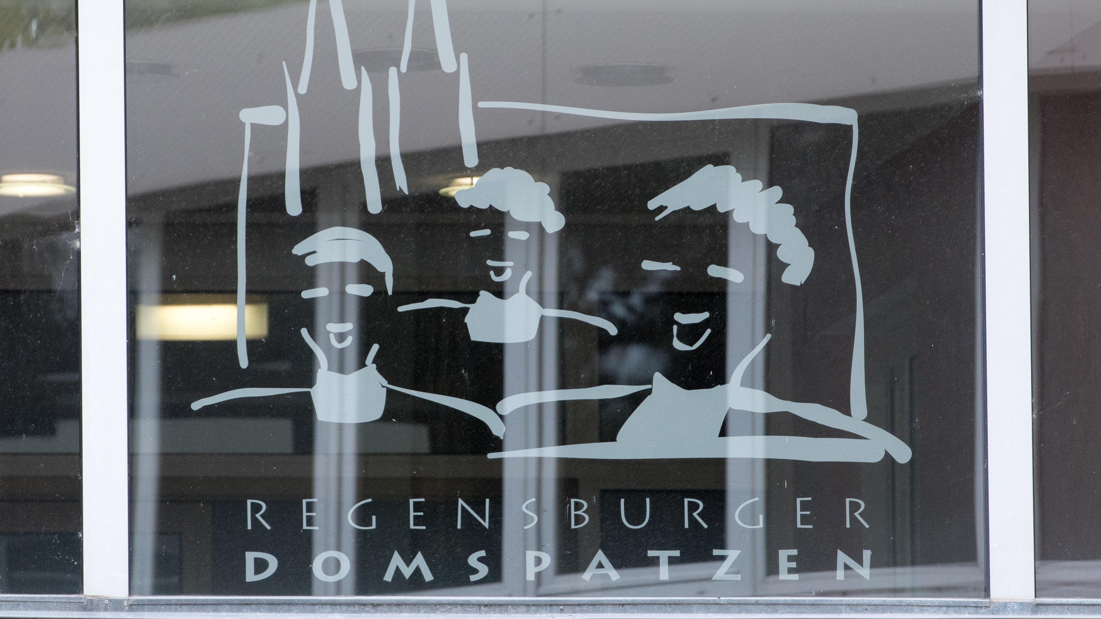 Domspatzen-Logo an einem Fenster