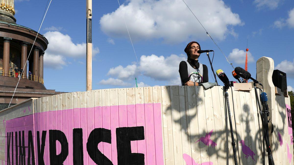 Carola Rackete bei den Protesten von Extinction Rebellion in Berlin