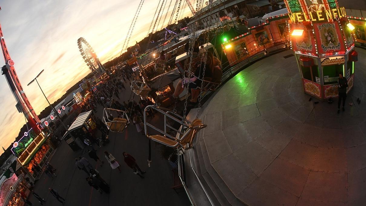 Wenn der Besucher über das größte Volksfest der Welt fliegt, heißt es: genießen und entspannen.