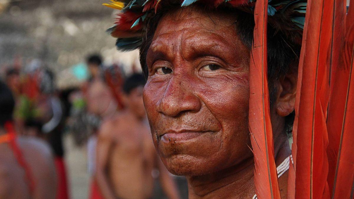 Ein Angehöriger des Volkes der Yanomami, in einem Gebiet an der Grenze zwischen Brasilien und Peru.