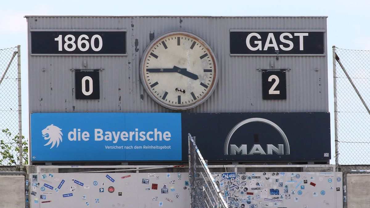 Anzeigetafel im Grünwalder Stadion beim Spiel TSV 1860 München - FC Ingolstadt