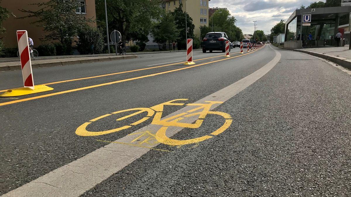 Extra Fahrspur für Radfahrer in der Rothenburger Straße