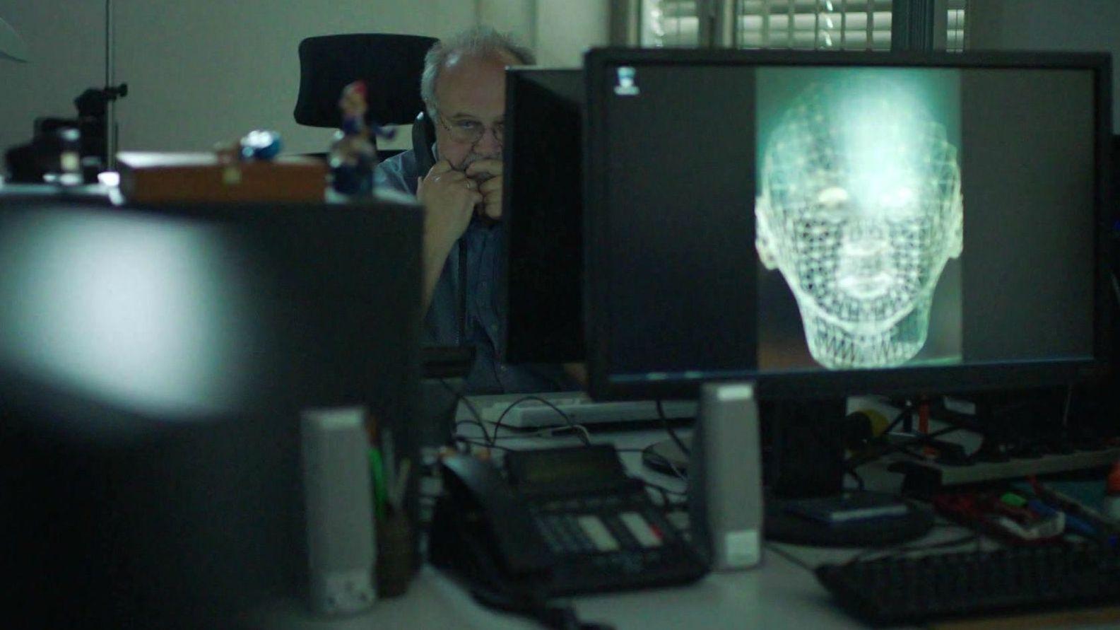 Cybercrime-Ermittler in Büro