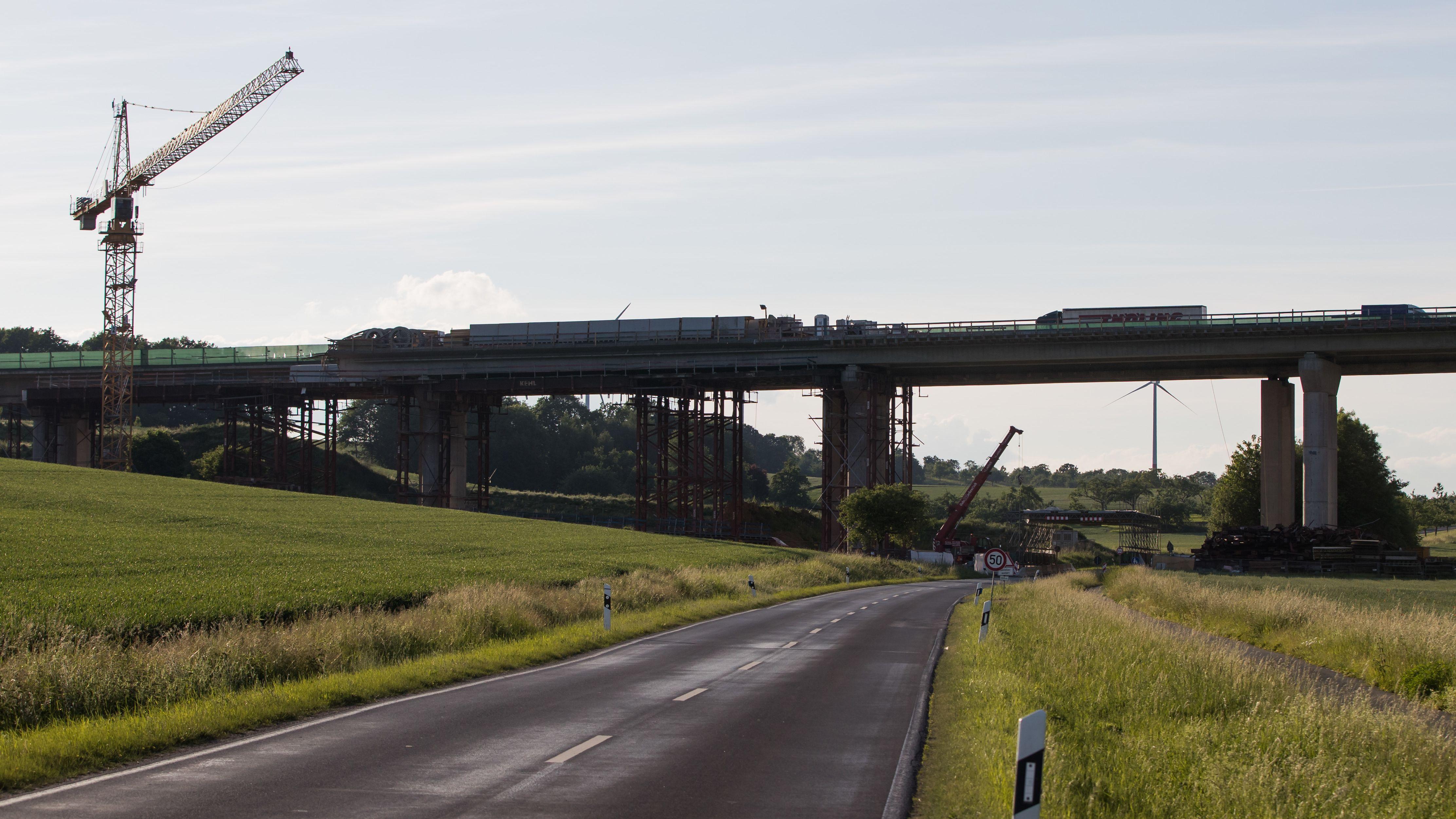 Neue Talbrücke Schraudenbach auf A7 fertiggestellt