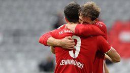 Robert Lewandowski und Leon Goretzka nach einem Bayerntor | Bild:imago images/Poolphoto