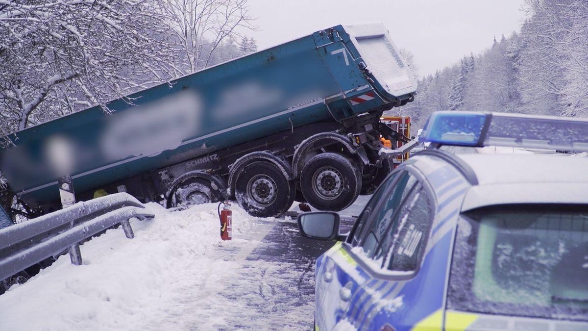 Lkw-Unfall in der Rhön zwischen Bischofsheim und Oberweißenbrunn