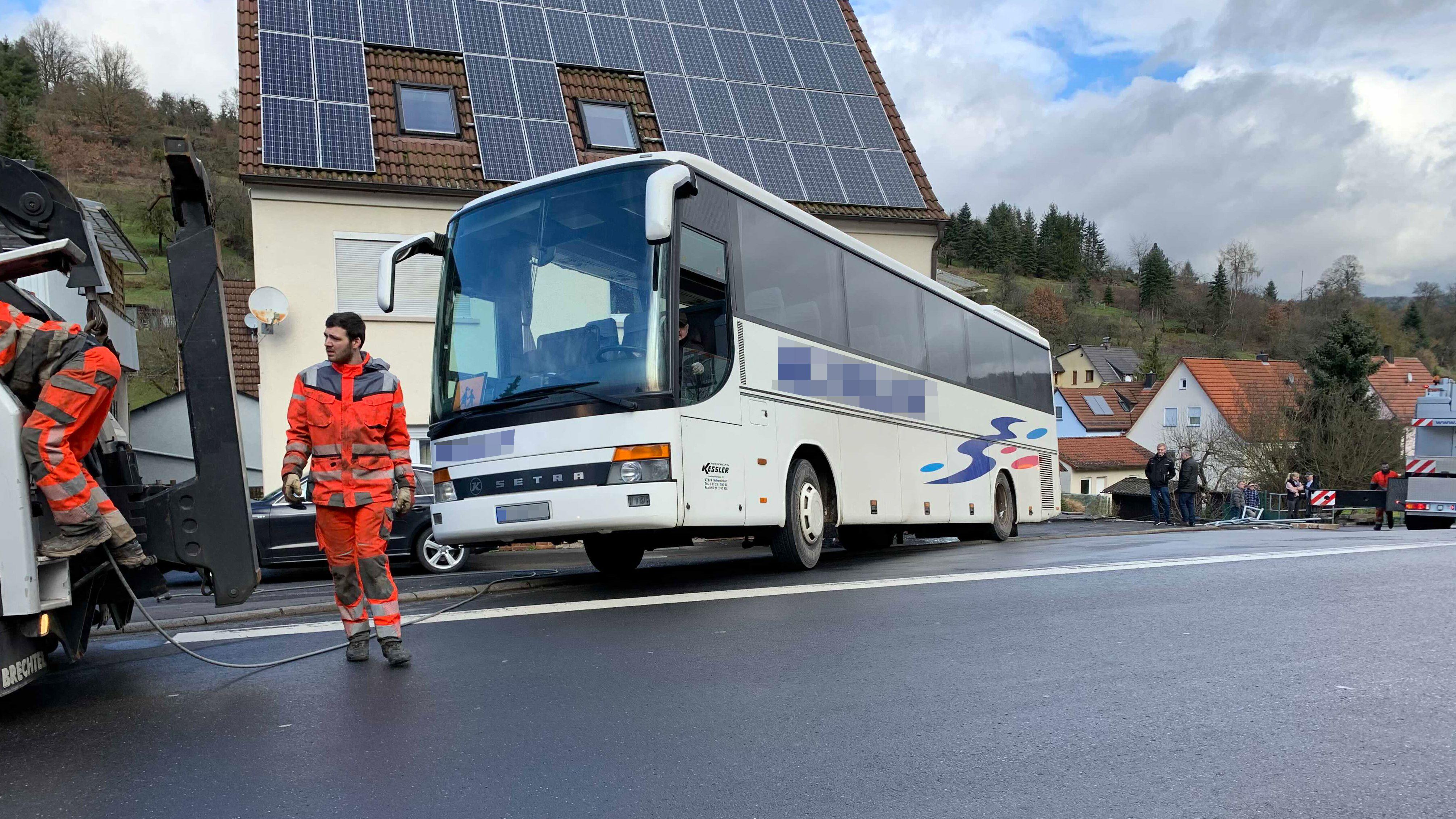 Verunglückter Reisebus in Rieneck