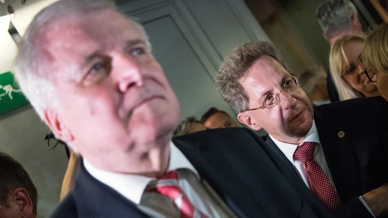 Bundesinnenminister Seehofer und der damalige Verfassungsschutzpräsident Maaßen nach einer Sondersitzung des Innenausschusses im Bundestag.