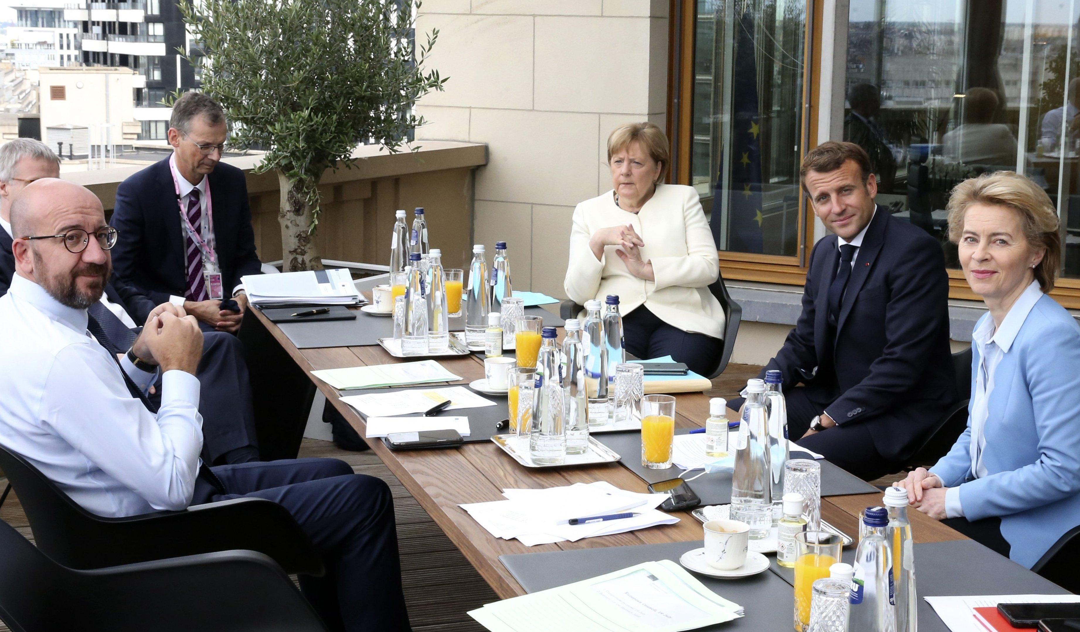 Frankreichs Präsident Macron giftet beim EU-Gipfel gegen Kurz und Rutte