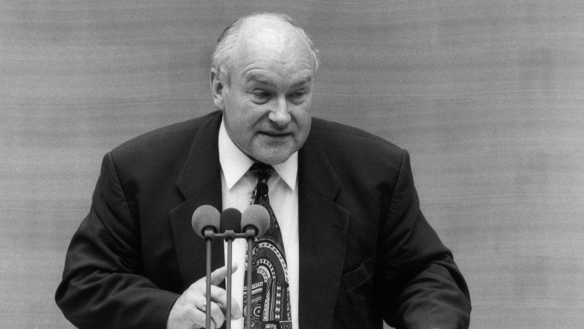 Ernst Hinsken 1995 im Deutschen Bundestag