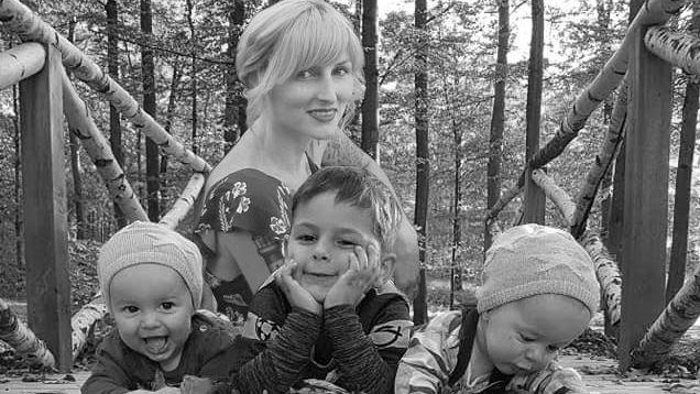 Jessy Mackenstein mit ihren drei kleinen Kindern