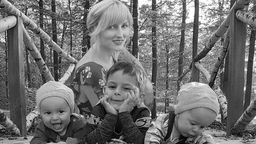 Jessy Mackenstein mit ihren drei kleinen Kindern | Bild:privat