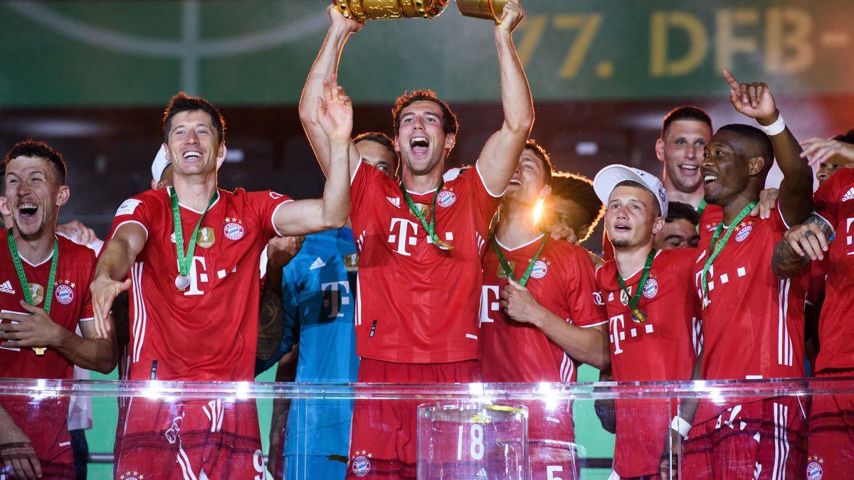 FC Bayern-Spieler bejubeln DFB-Pokalsieg