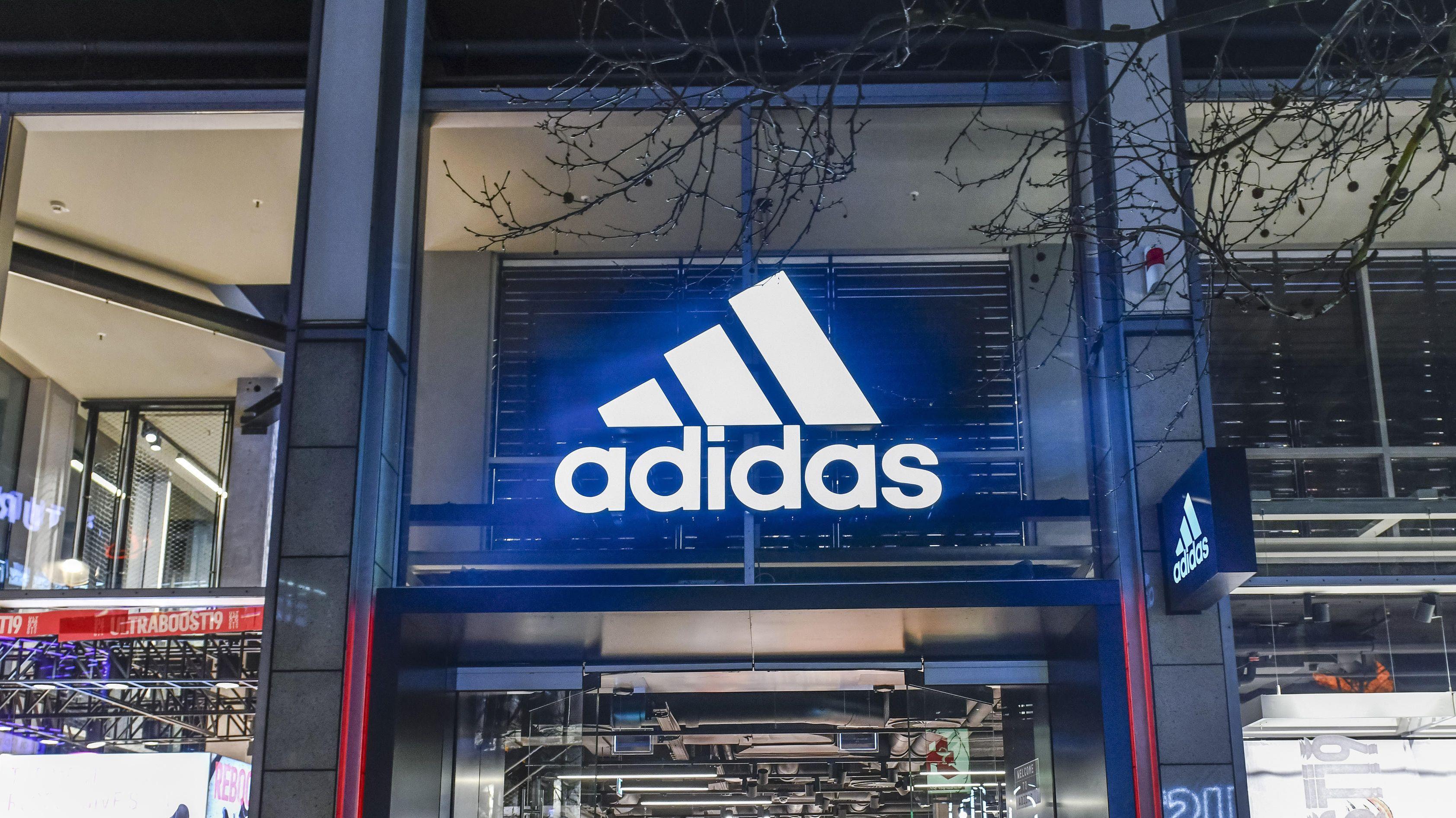 Eingang eines Adidas-Shops in Berlin