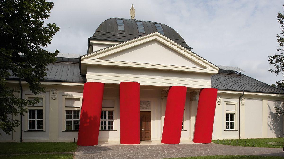 Fassade des Kunstforums Ostdeutsche Galerie in Regensburg