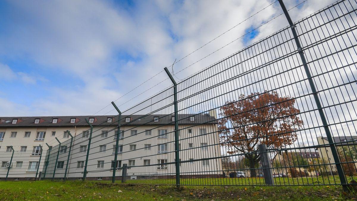 Die Anker-Einrichtung Oberfranken in Bamberg hinter einem Zaun