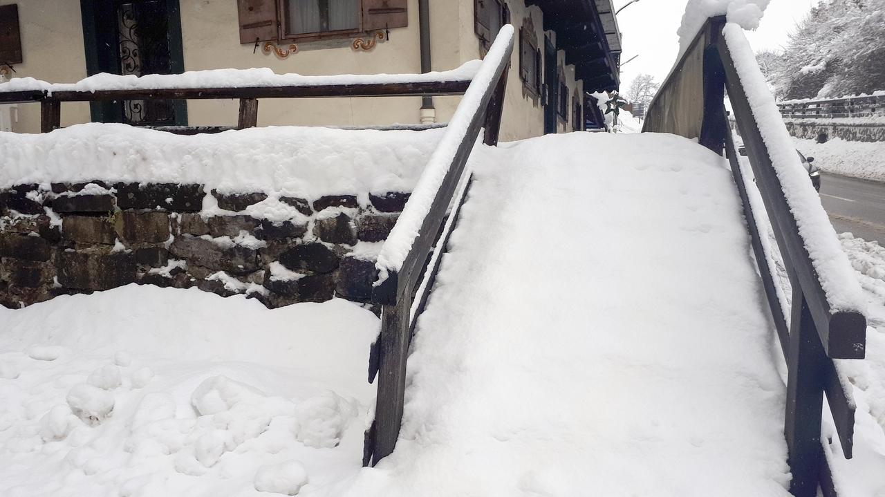 Schneechaos am Tegernsee: viele Hauseingänge sind kaum zu erreichen