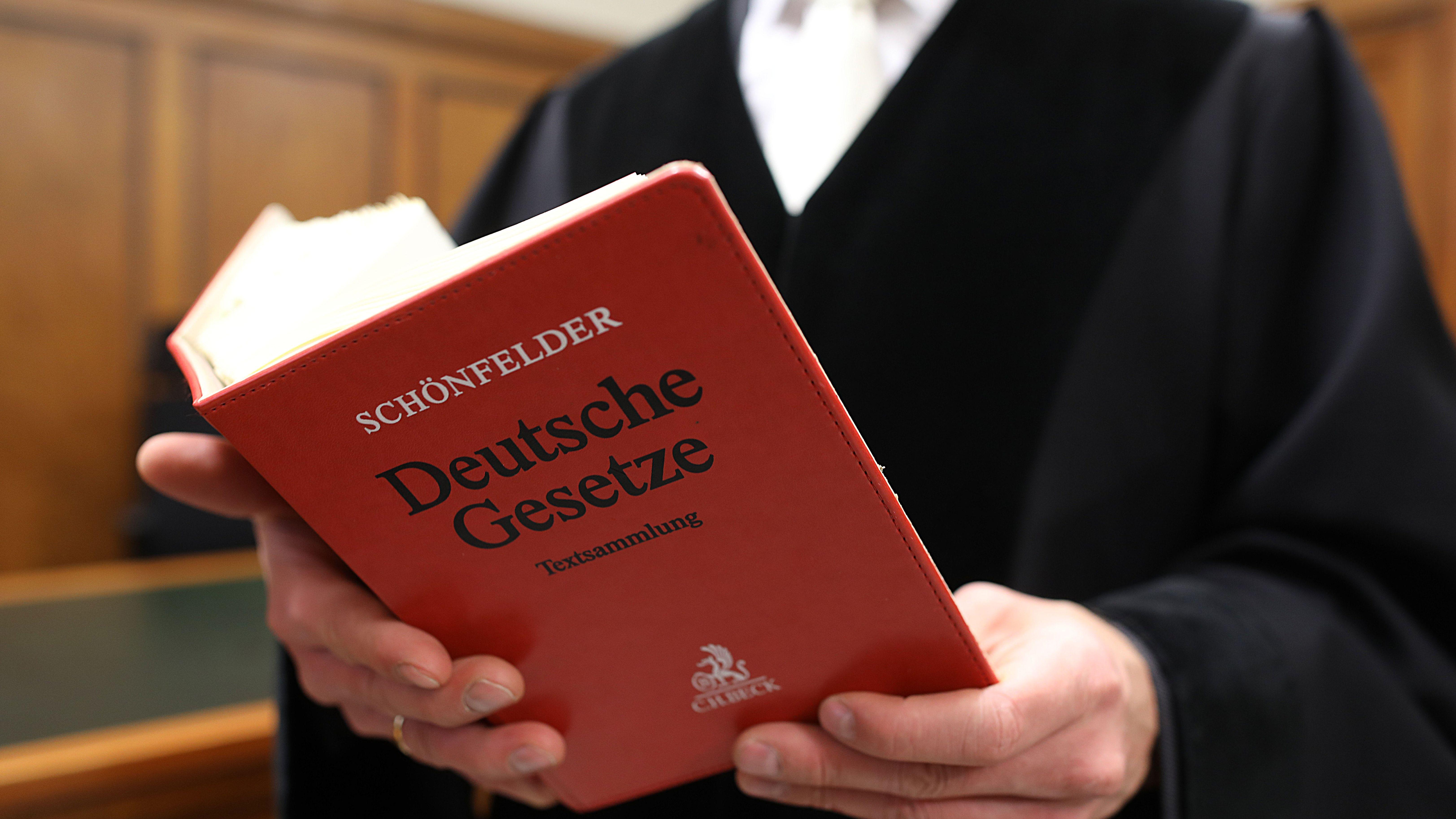 Richter, Gesetzbuch (Symbolbild)