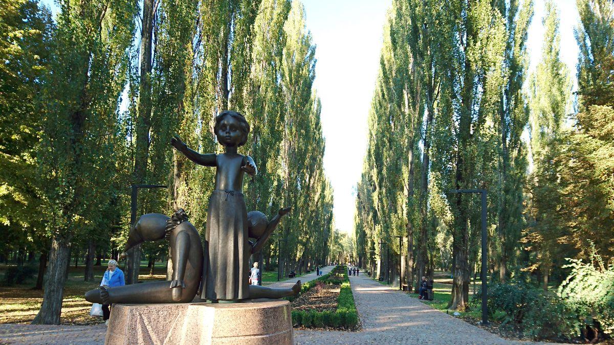 Ein Denkmal erinnert an die während der deutschen Besatzungszeit 1941-1943 in Babi Yar erschossenen Kinder in Kiew.