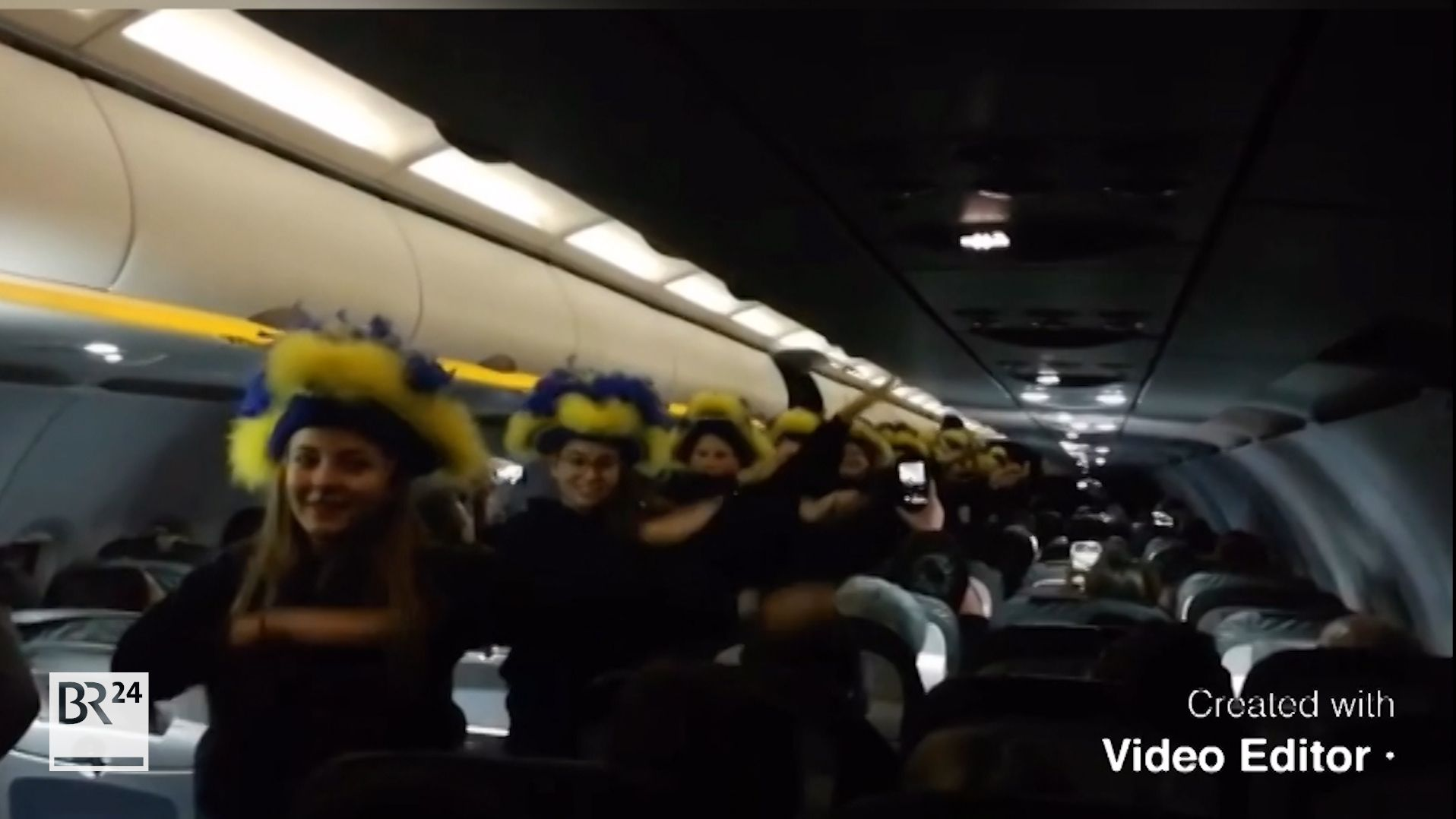 Kurioses Video: Bogener Faschingsgarde tanzt spontan in Flugzeug