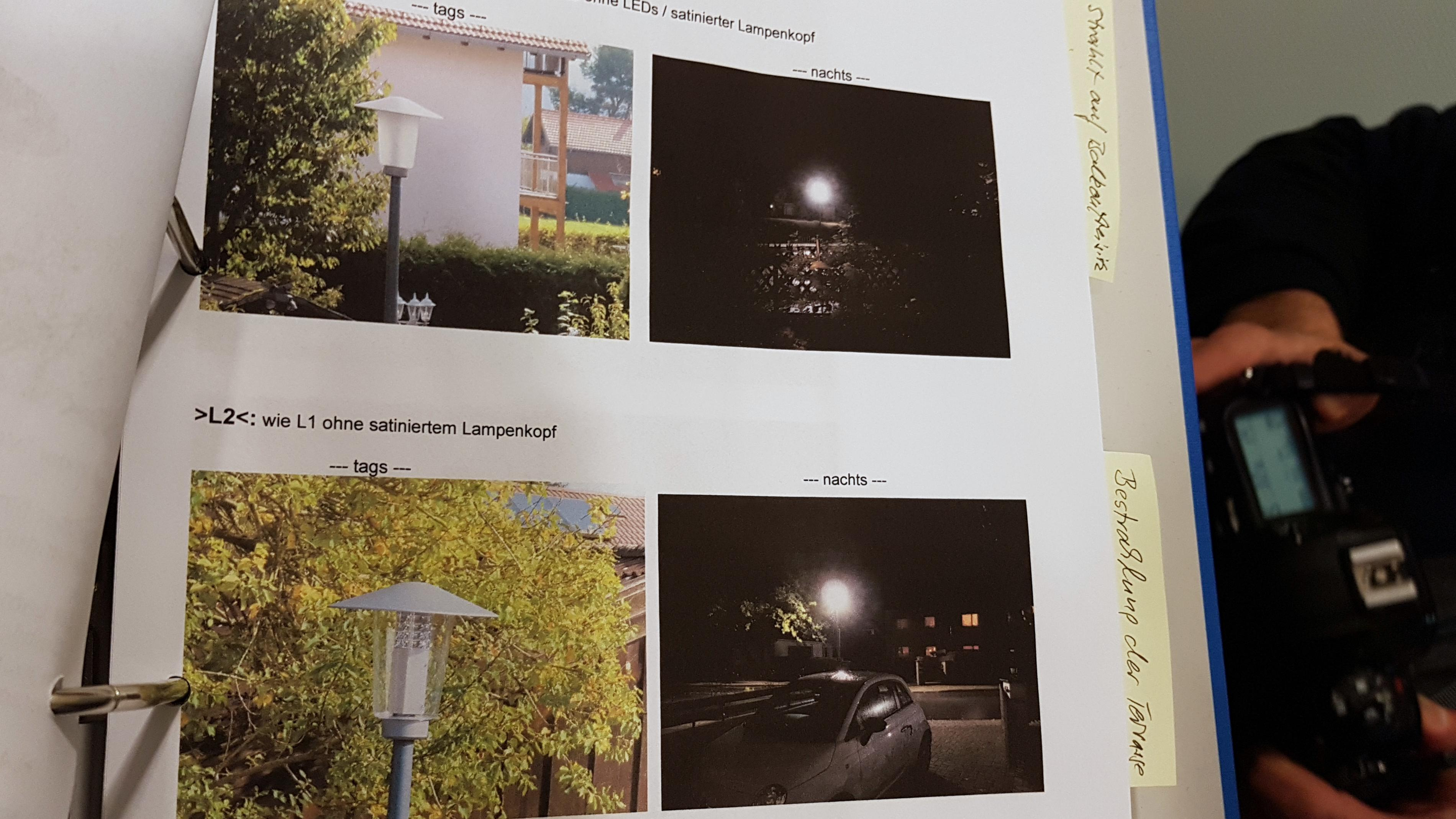 Ringbuch mit Fotos zum Streit um zu helle Staßenlaternen.