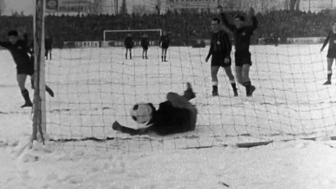 Spielszene SpVgg Fürth gegen den 1. FC Nürnberg v. 4.2.1963