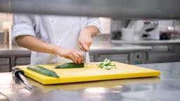 Arbeit in der Restaurantküche | Bild:picture alliance/Sebastian Gollnow/dpa