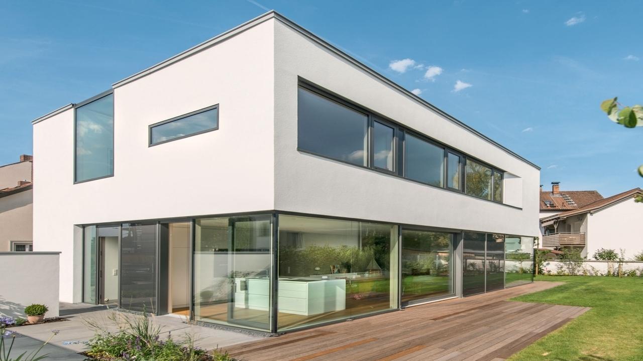 Traumh user ein modernes haus in der altstadt for Modernes haus 2 etagen