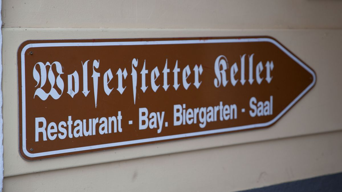 Schild zum Wolferstetter Keller