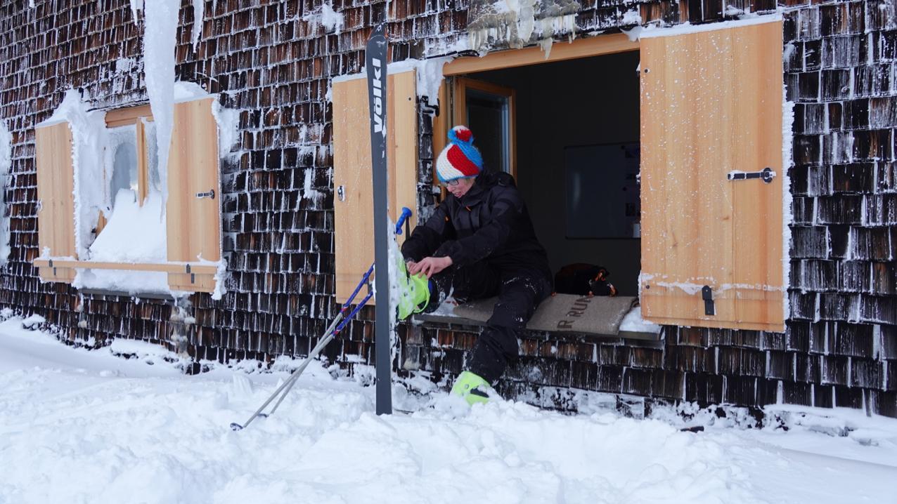 Skifahren am Wendelstein: Start aus dem Fenster.