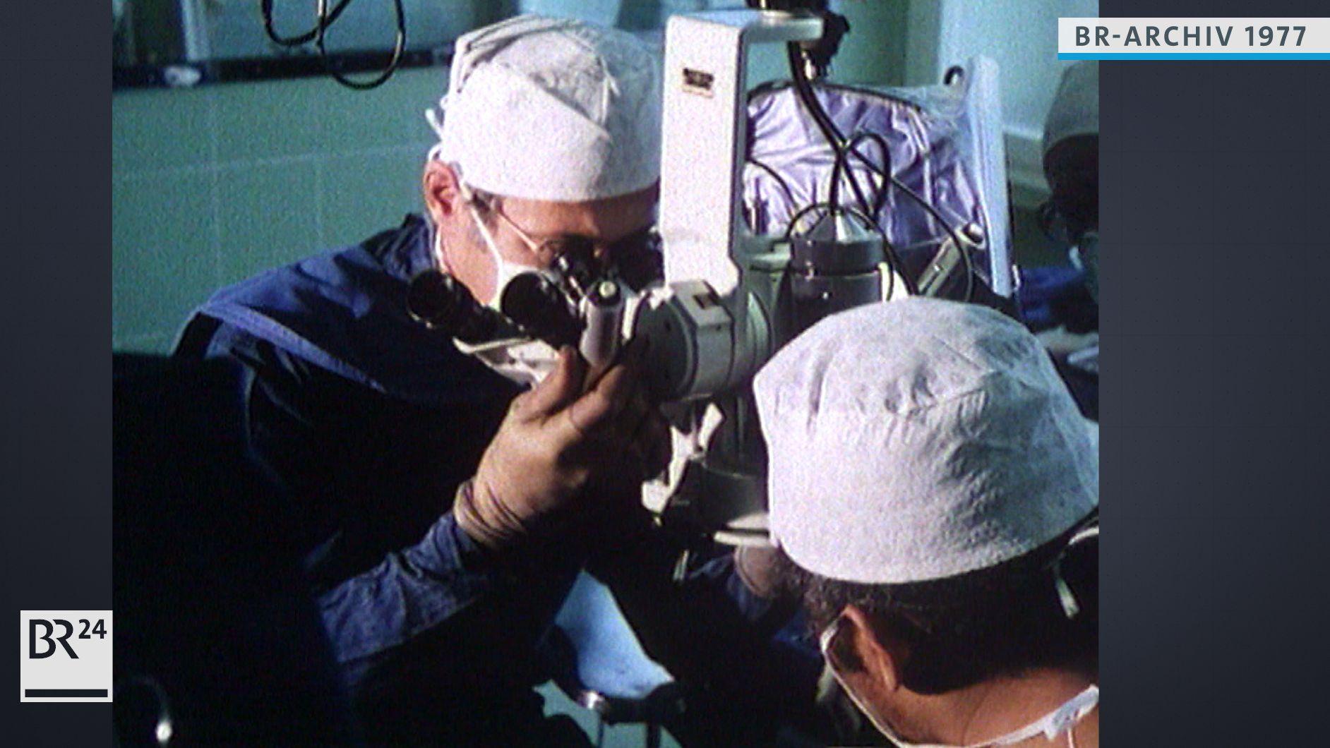 Ärzte bei einer Nerventransplantation