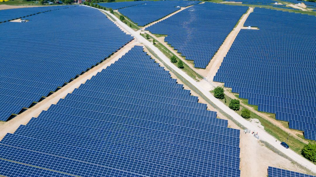 Photovoltaik-Park liefert Strom für die Deutsche Bahn