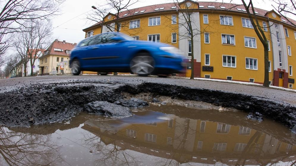 Wer muss für den Straßenausbau zahlen? | Bild:picture-alliance/dpa/Patrick Pleul