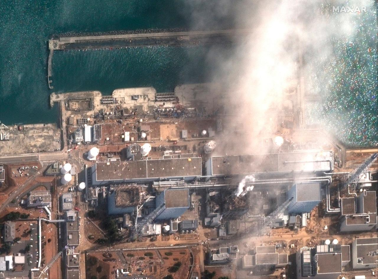 14.03.2011, Japan, Okuma: Dieses von Maxar Technologies zur Verfügung gestellte Satellitenbild zeigt das Kernkraftwerk Fukushima Daiichi in Okuma, Präfektur Fukushima, am 14. März 2011 nach der Explosion infolge eines Erdbebens und Tsunamis.
