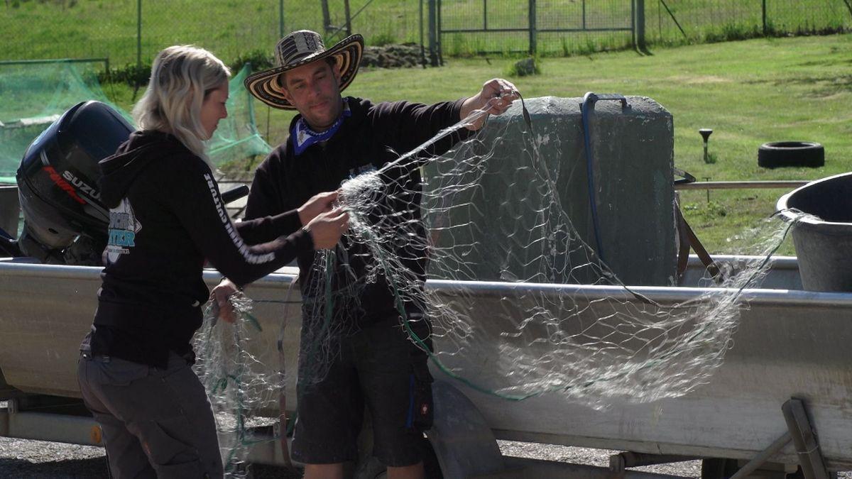 Die Fischzüchter bei der Arbeit