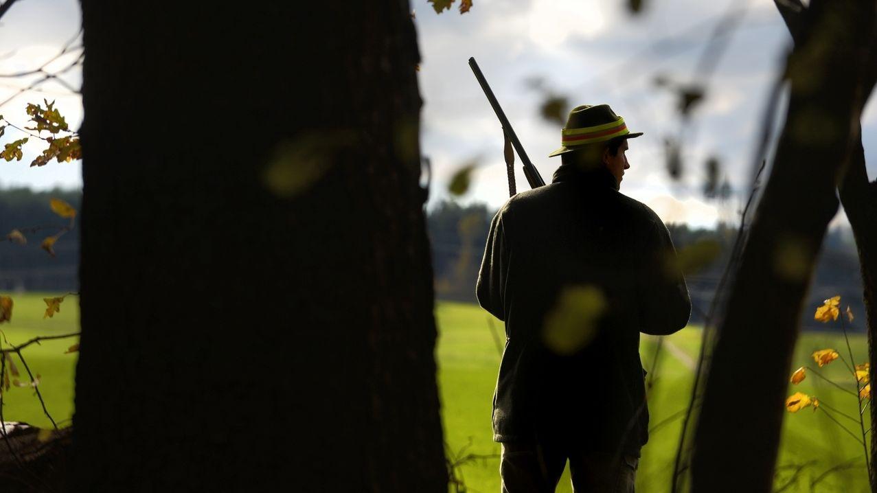 Jäger am Waldrand