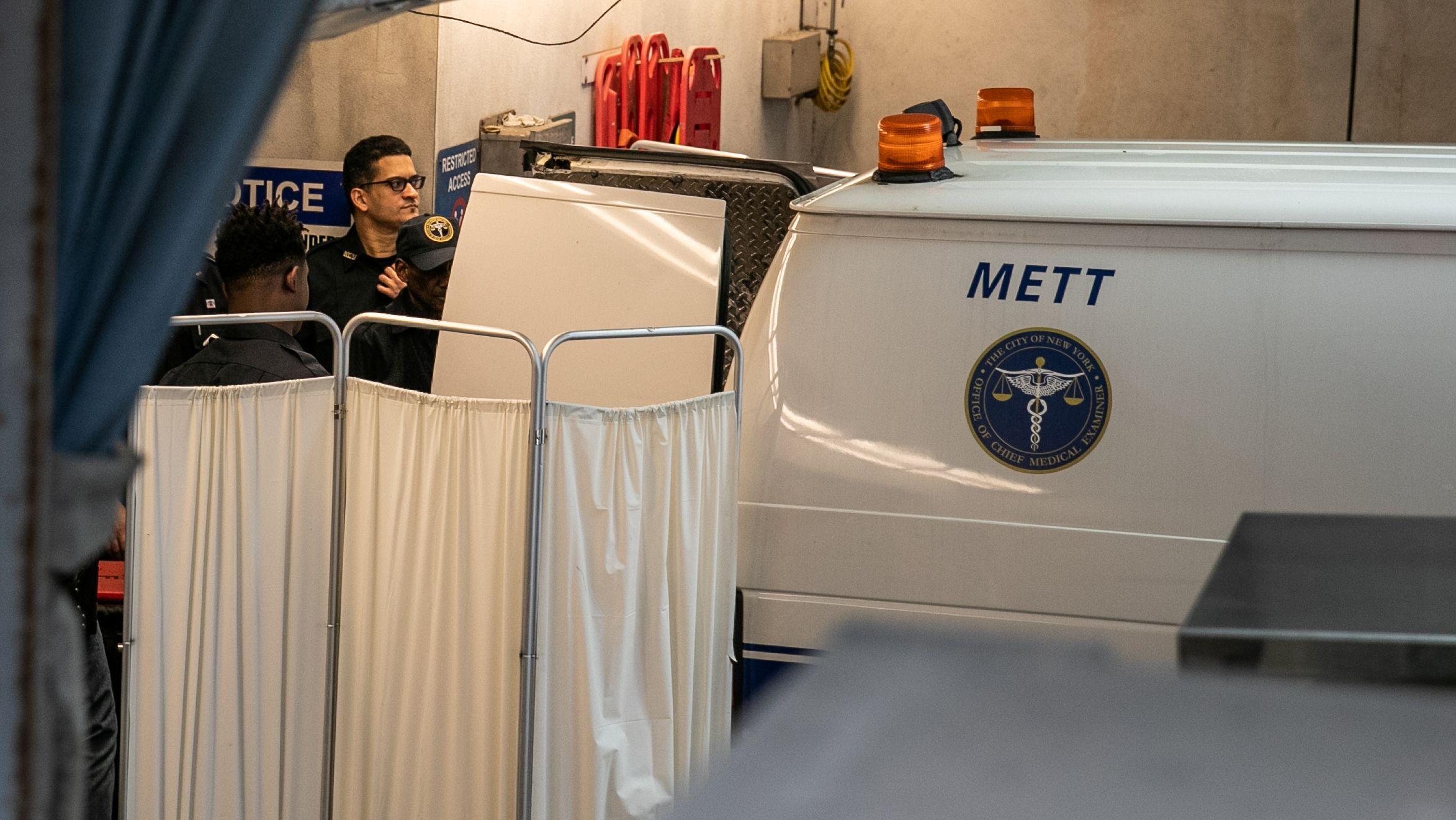 New York: Die Leiche von Epstein wurde zu einer Untersuchung gebracht.
