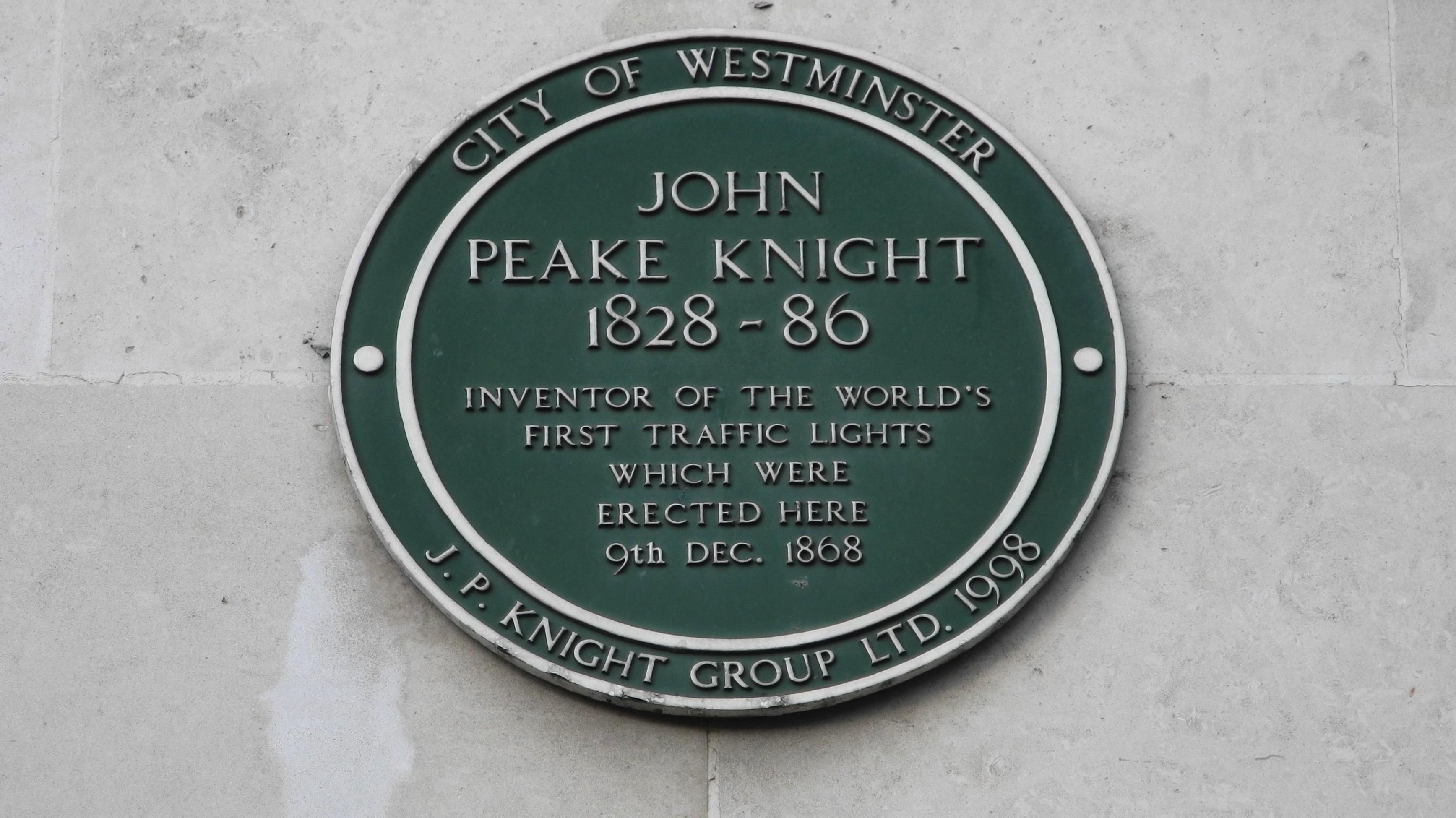 Diese grüne Plakette erinnert in London an das Aufstellen der ersten Ampel der Welt am 9. Dezember 1868.