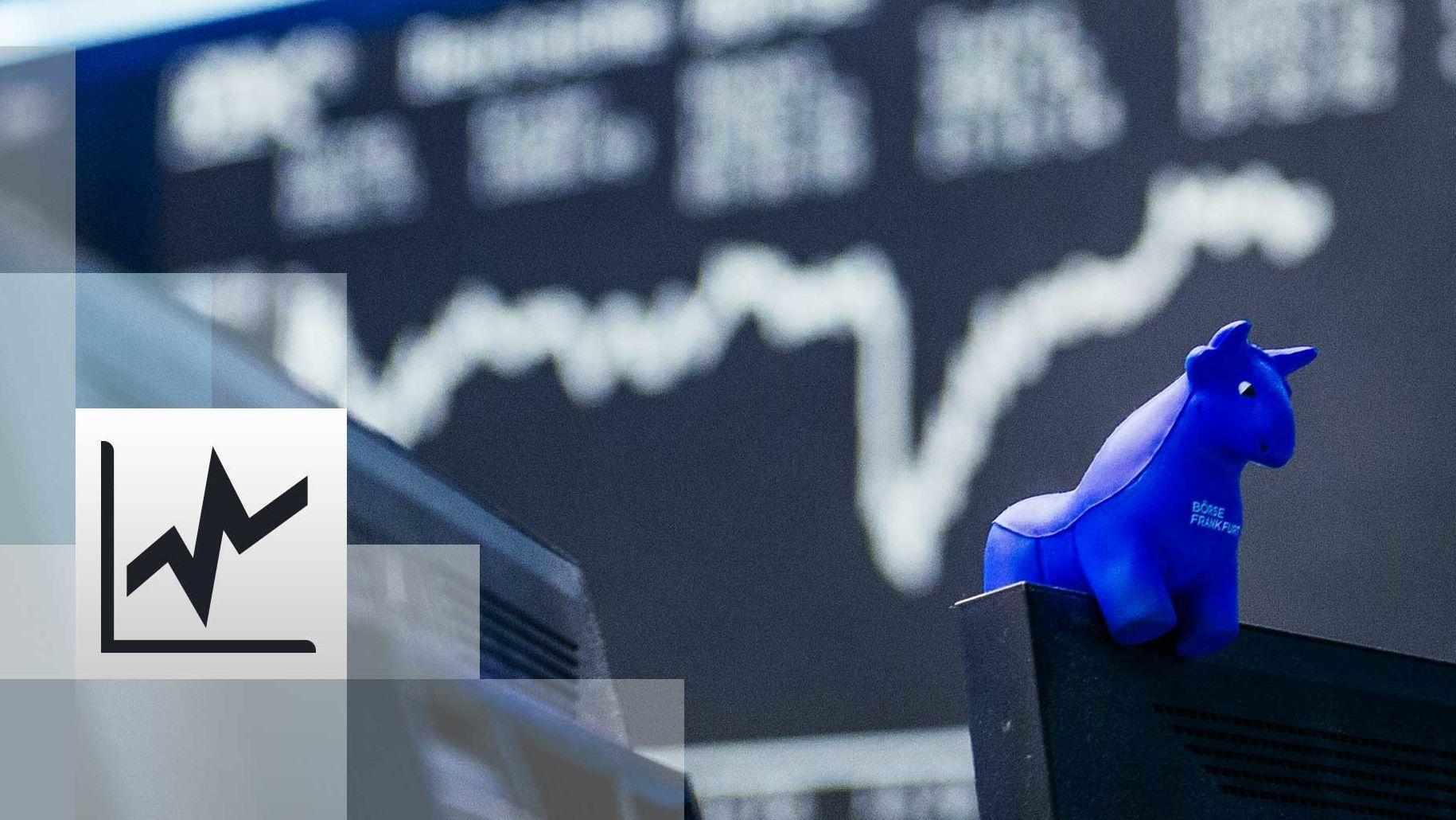 Hintergrund die Kurstafel der Börse