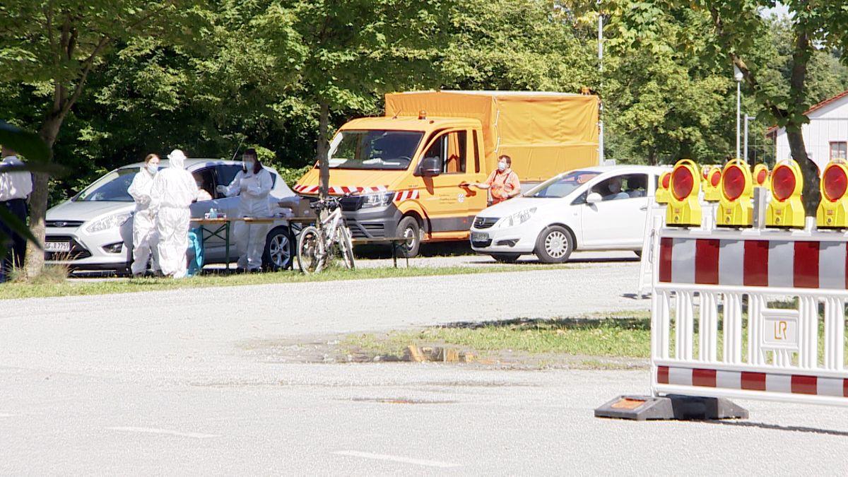 Die mobile Corona-Teststation kann nur mit dem Auto besucht werden
