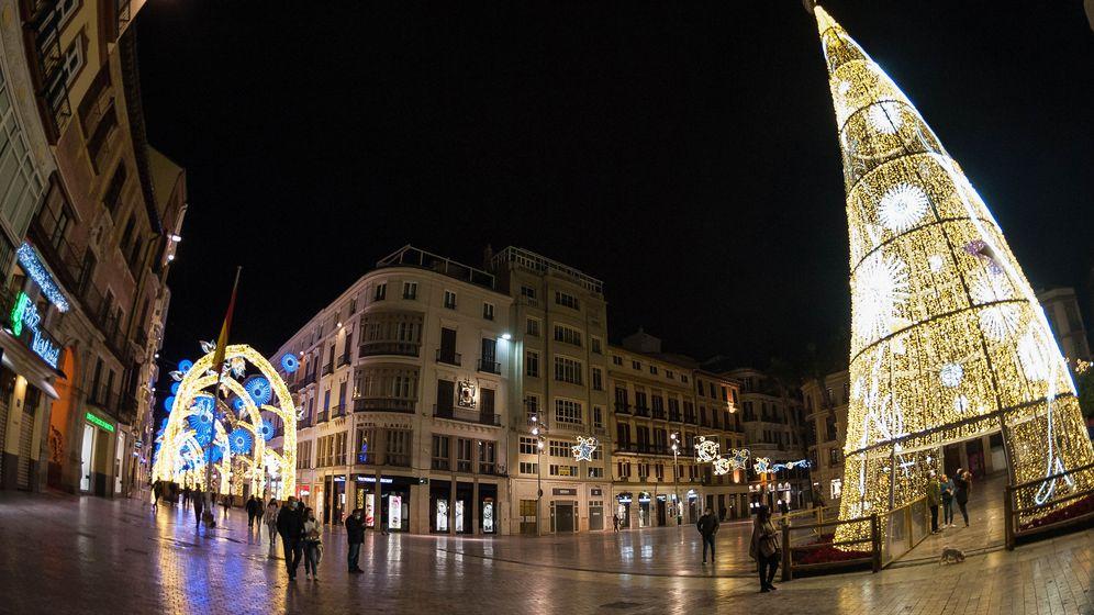 Innenstadt von Malaga mit Weihnachtsdenkoration | Bild:picture alliance / ZUMAPRESS.com | Jesus Merida