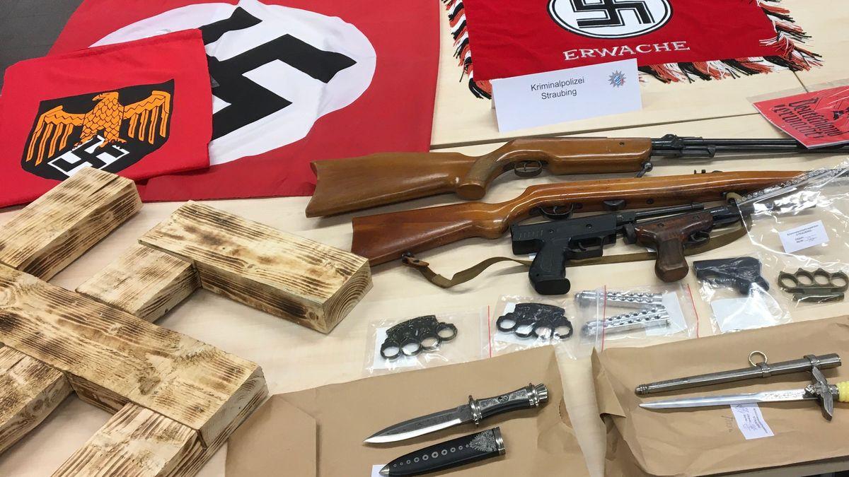 Ein Teil des von der Polizei sichergestellten Materials aus Niederbayern