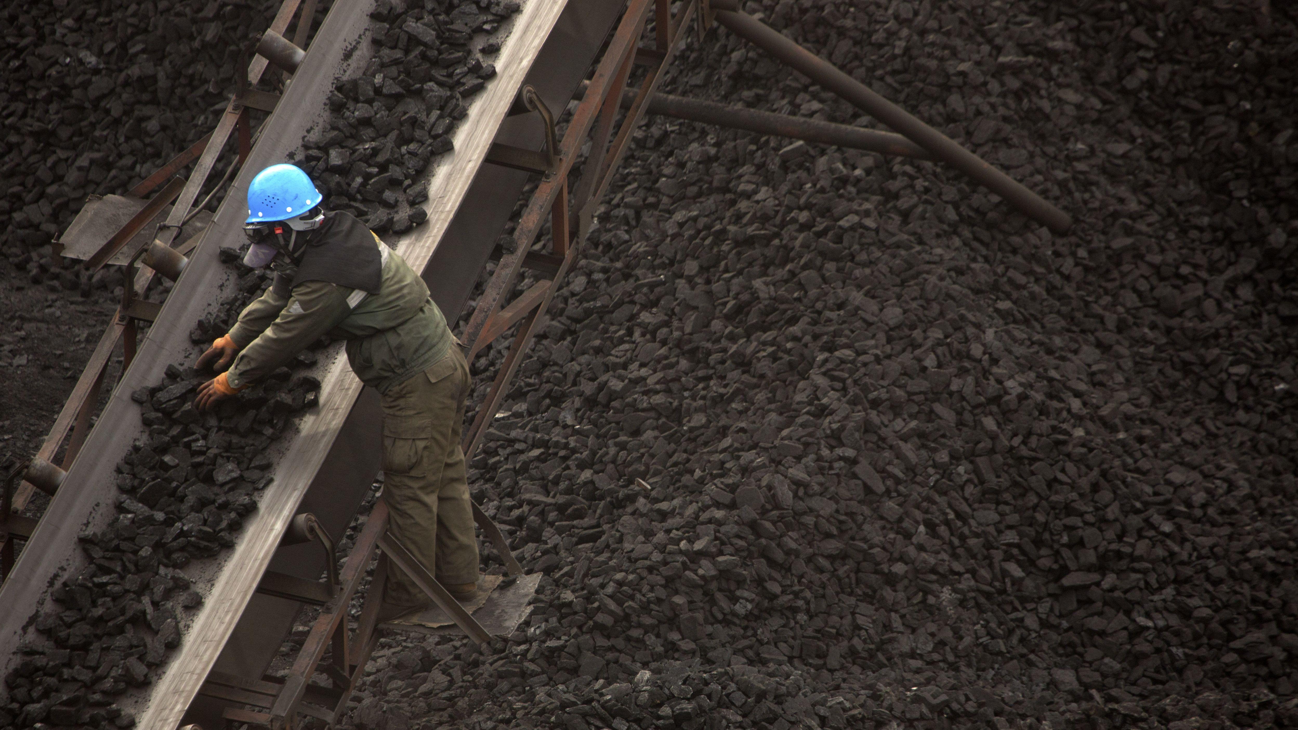 Symbolbild: chinesischer Arbeiter in mongolischem Kohlerevier