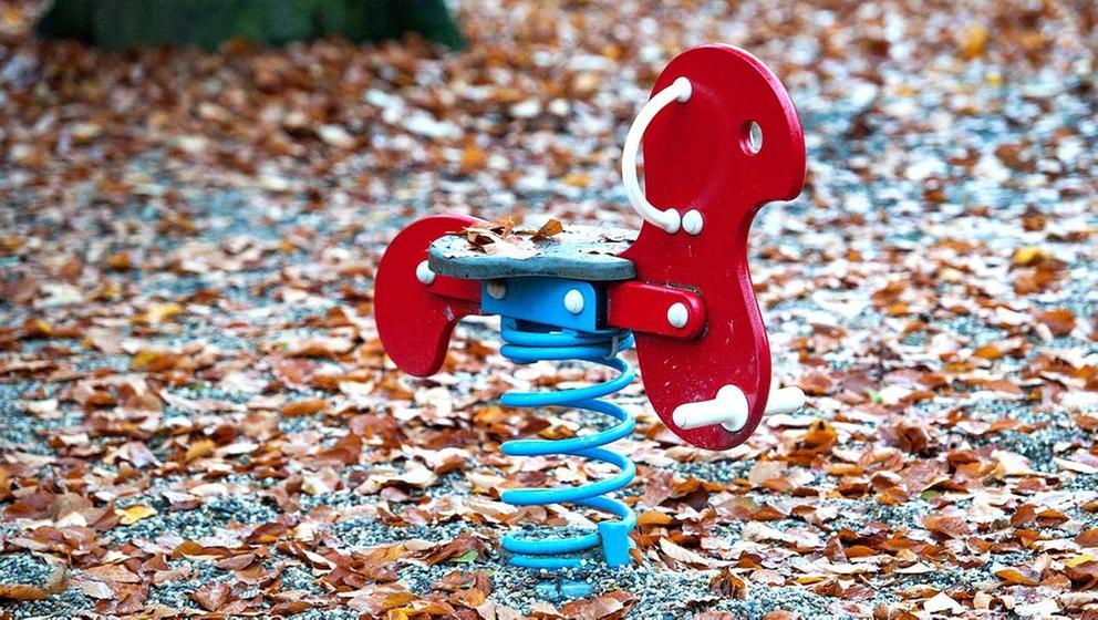 Spielplatz ohne Kinder | Bild:picture-alliance/dpa