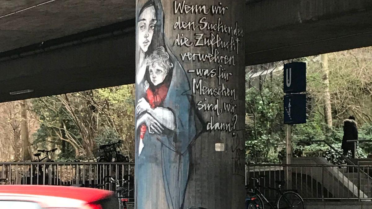 Ein politisches Kunstwerk beim Candidplatz.