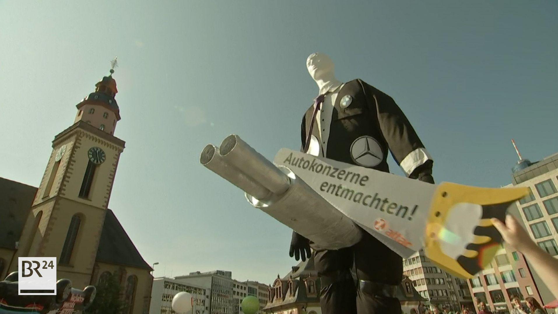 In Frankfurt haben vor der IAA Tausende Menschen für eine klimafreundliche Verkehrswende demonstriert.