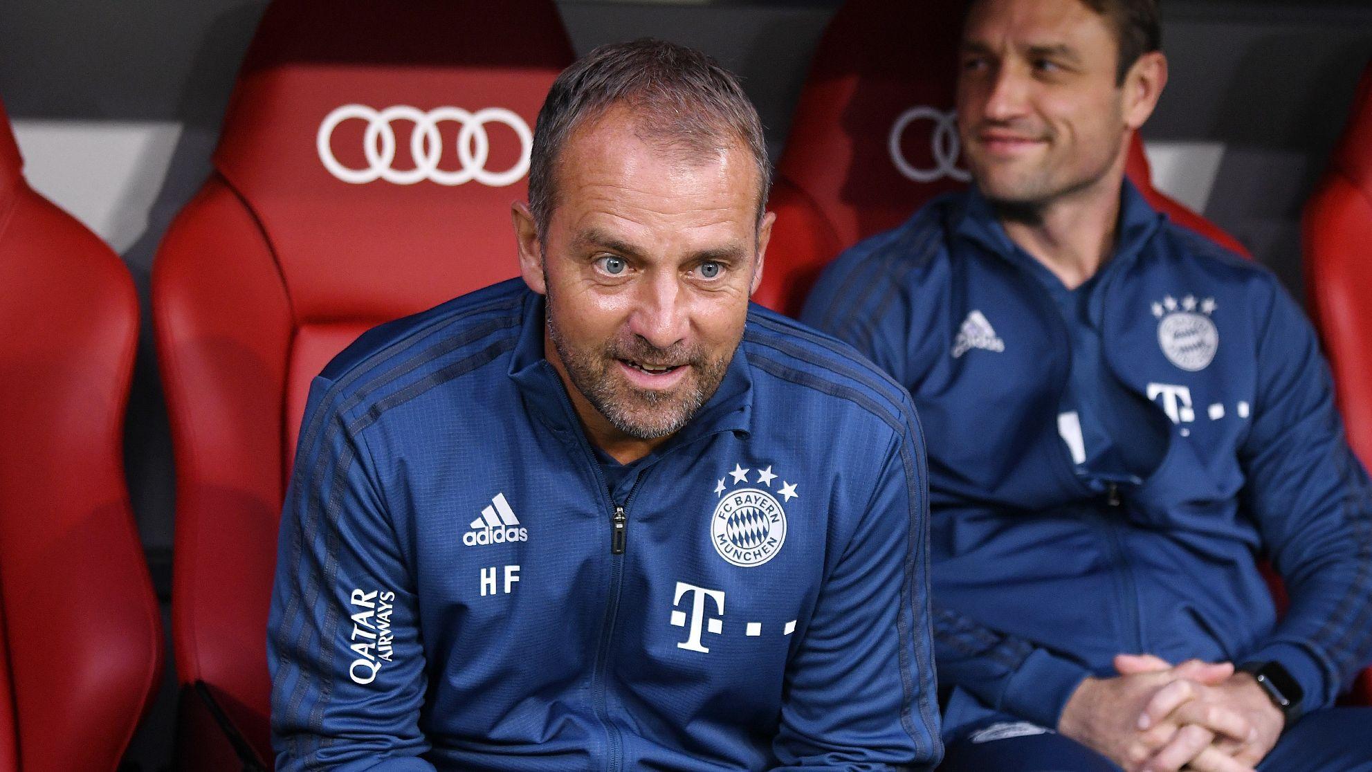 Hans-Dieter Flick auf der Trainerbank des FC Bayern