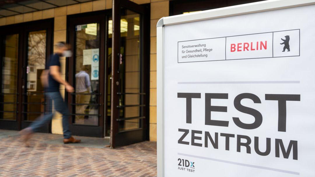 Eingang eines Corona-Testzentrums in Berlin