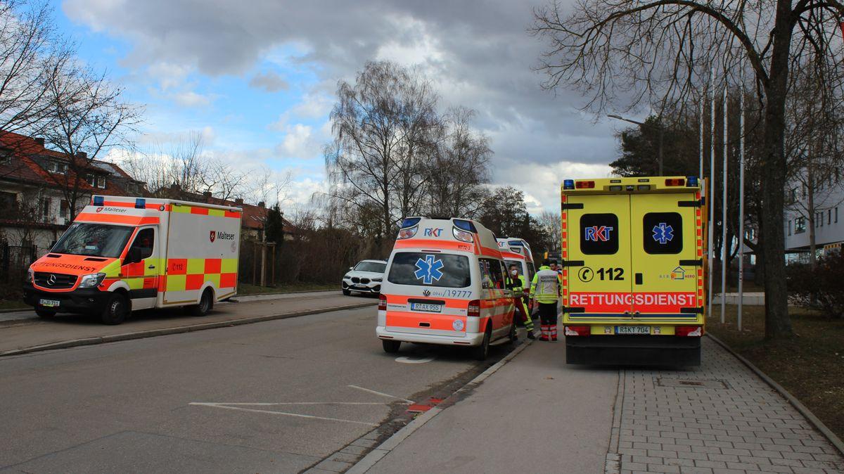Rund 90 Einsatzkräfte der Feuerwehr und 130 Rettungssanitäter kümmerten um die Evakuierung.